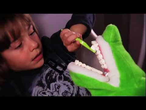 Πώς βουρτσίζουμε τα δόντια