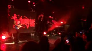 """August Alsina performing """"Right There"""" in Seattle"""