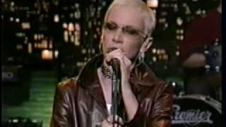Annie Lennox PAVEMENT CRACKS (TV Performance 2004)