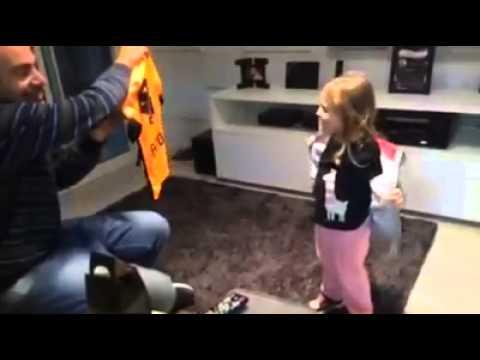Pai da camisa laranja do Corinthians para filha.