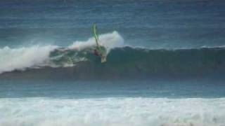 preview picture of video 'JP Robby and Jason in Maui/Lanes with Kona wind early 2009'