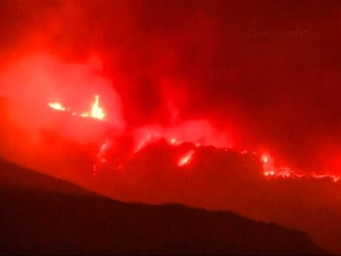 Thousands Flee as Wildfires Destroy Homes in US and Canada