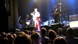 Chris Isaak--Let Your Freak Flag Fly!