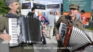 Juso Holanov i Bukova: Raza