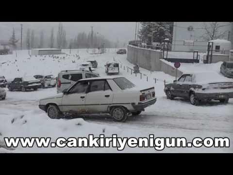 Çankırı Devlet Hastanesi yolunda kar çilesi