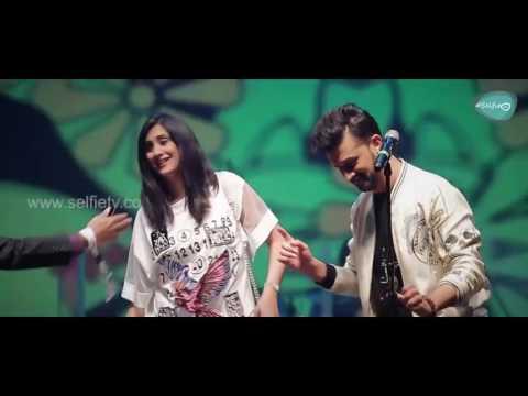 Atif Aslam With A Female Fan Singing Tere Sang Yaara Dubai Festival 2017