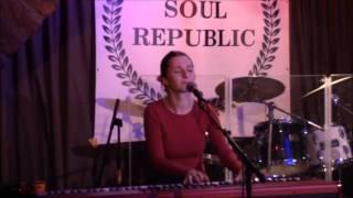 Barbora Mochowa - The Gift (Annie Lennox Cover)