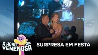 Leonardo surpreende cantando na festa da filha de Leandro