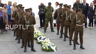 Estonia: Victims of communism and Nazism commemorated on Black Ribbon Day