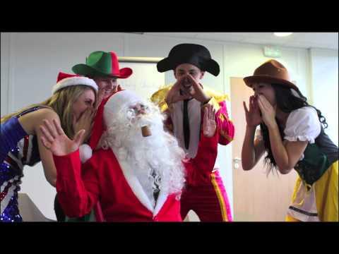 L'équipe du Père Noël chez Déguise-Toi