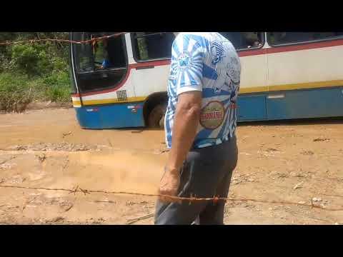 Busão de transporte misto escolar fazendo Rally na estrada das marrecas
