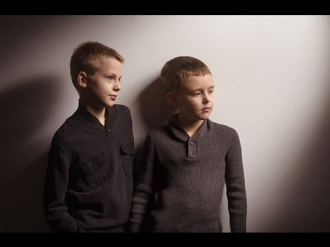 How to Use Honeycomb Grids for Portrait Photography - setup in studio - tutorial for photographers