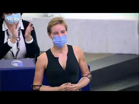 """Bebe Vio, standing ovation al Parlamento Euorpeo: """"La sua tenacia un esempio per tutti"""""""
