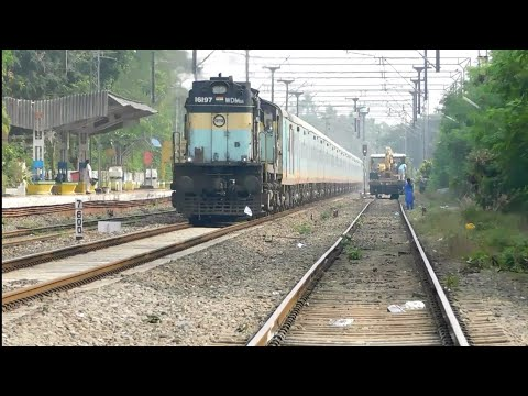 Download 6 In 1 Train Action From God's Own Country | Humsafar, Kerala, Indore LHB, Freight & More HD Mp4 3GP Video and MP3
