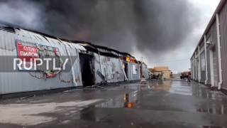 Russia: Huge blaze rips through construction market in Moscow Region