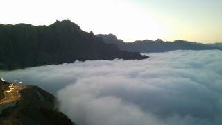 preview picture of video 'استمتع بالمنظر من فوق السحاب على طريق الهدا Live the moment above the clouds'