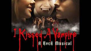 Я поцеловала вампира , I Kissed A Vampire - Just a Little Peck [With Lyrics]