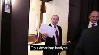 Putin Amerikalı Gazeteciye Takılıyor (Hediyelerinizin İçi Boş)