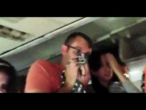 a roport de la guardia new york un passager filme le crash de son avion depuis le hublot. Black Bedroom Furniture Sets. Home Design Ideas