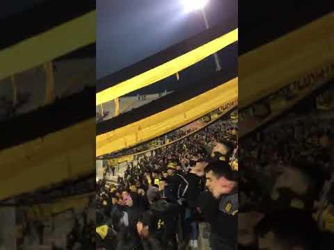 """""""""""Me lo dijo una Gitana"""" Hinchada de Peñarol en el Campeón del Siglo vs Boston River (Int"""" Barra: Barra Amsterdam • Club: Peñarol"""