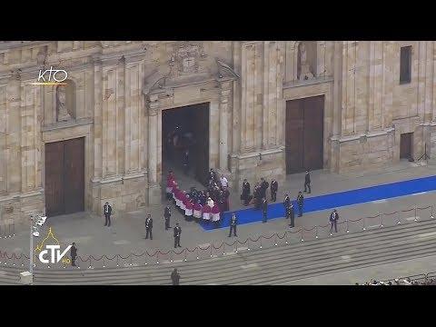 Visite à la Cathédrale de Bogota et bénédiction