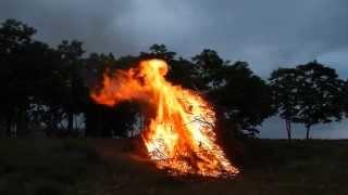 preview picture of video 'FOGUERA DE SANT JOAN 2013 - II'