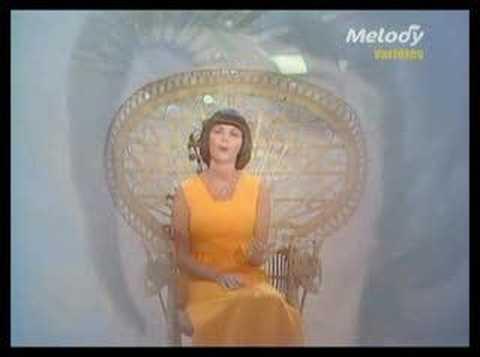 Mireille Mathieu — La paloma adieu — Listen, watch ...