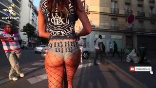 ДЕВУШКА ИДЕТ ПО ГОРОДУ / КРАСИВАЯ ПОХОДКА | THE GIRL GOES AROUND THE CITY / BEAUTIFUL GAIT