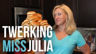 TWERKING MISS JULIA