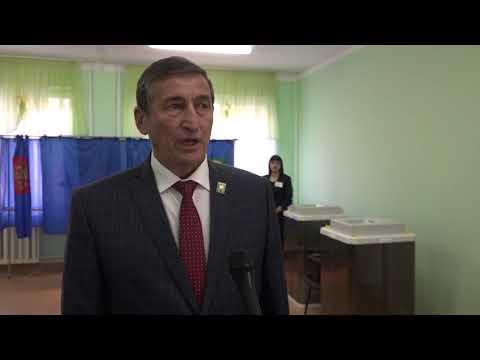 Глава администрации Куюргазинского района Ахат Кутлуахметов проголосовал на выборах в Государственное собрание Курултай Республики Башкортостан