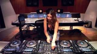 Juicy M mashuping on 4 CDJs – NEW 2015!
