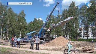 Старорусский памятник советским авиаторам  возвращается на привычный постамент