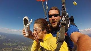 Смотреть онлайн Прыжок с парашютом не прошел бесследно