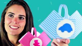 Moldes: facebook.com/amofestas Este vídeo ensina passo a passo como fazer uma cestinha de papel para dar de lembrancinha ou enfeitar a mesa de festinhas de aniversário, chá de bebê, batizado.... Super linda e fácil de fazer!!!
