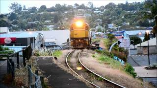 preview picture of video 'Kiwirail DC4571 passing Whangarei's Town Hall Station.'