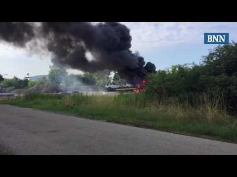 Autotransporter brennt auf der A5 bei Malsch komplett aus