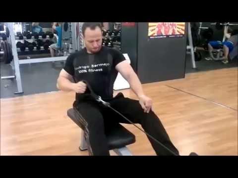 Remo en polea baja con agarre a un brazo (una mano) remo gironda a un brazo