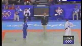 Judo 2000 Sydney: Giorgi Vazagashvili (GEO) - Patrick van Kalken (NED) bronze