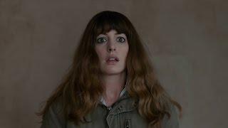 BERKSHIRE HATHAWAY INC. - Anne Hathaway y su kaiju destrozan Corea en 'Colossal'