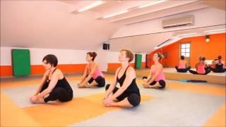Joga pro uvolnění beder a zmírnění menstruačních bolestí