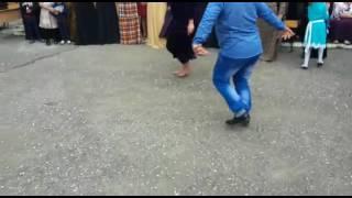 Дурачка танцует лезгинку