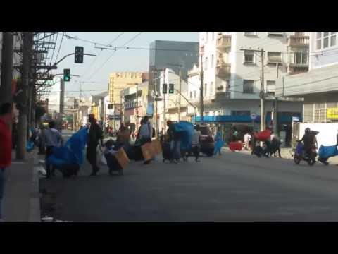 Ambulantes em fuga com a chegada da polícia