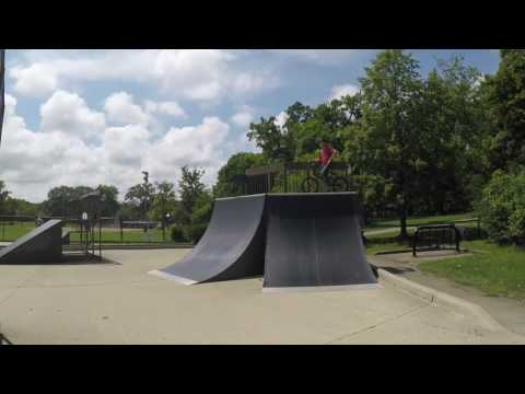 Highland Park Illinois Skatepark Walk Through