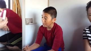 Атырауский мальчик в поезде Атырау -Алматы  хорошо поет!!!!!!