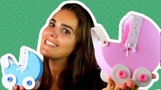 Molde no álbum do face: facebook.com/amofestas Passo a passo de como fazer um carrinho de bebê em EVA para dar de lembrancinha maternidade ou chá de bebê. Super lindo e fácil de fazer www.amofestas.com