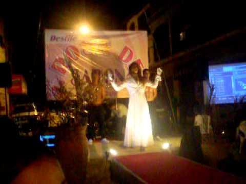 desfile de moda loja rosa de sarom em carapebus 07 de maio 2011 parte 02