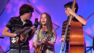 """OMGG perform """"California Cottonfields"""" at 2009 IBMA World of Bluegrass Festival"""