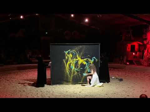 Liska Llorca in some seconds of live painting