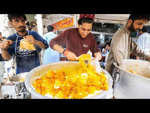 Street Food in Karachi - GOLDEN Chicken Biryani + HALEEM - Pakistani Street Food Tour of Karachi!