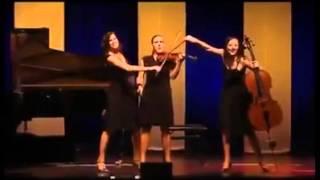 Zenélő szupervirtuóz hölgyek